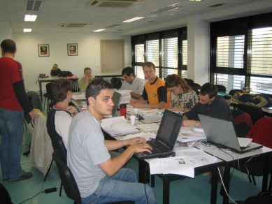 People_working_at_TP2_roomimg_5441