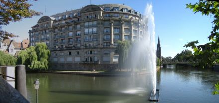 IMG_4402-IMG_4404_Fountain_at_Strasbourg