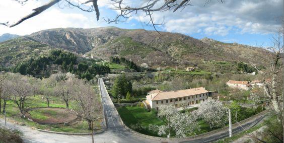 IMG_9812-IMG_9823_Hill_Panorama_La_Souche