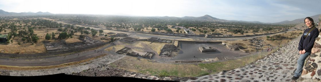 IMG_3323-IMG_3333_view_from_the_Pyramid_of_the_Sun_y_Cynthia