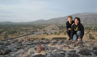 IMG_3338_Pyramid_of_the_Moon_y_Seppo_con_Cynthia