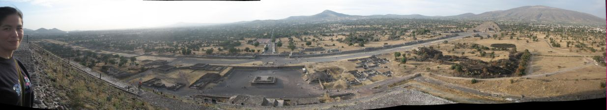 IMG_3343-IMG_3350_view_from_the_Pyramid_of_the_Sun_y_Cynthia