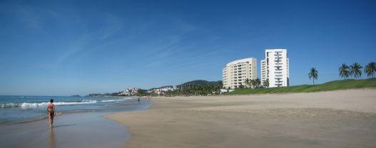 IMG_3514-IMG_3516_Ixtapa_main_beach