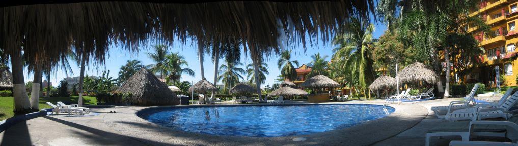 IMG_3539-IMG_3545_Puerta_del_Mar_Hotel_pool_in_Ixtapa_